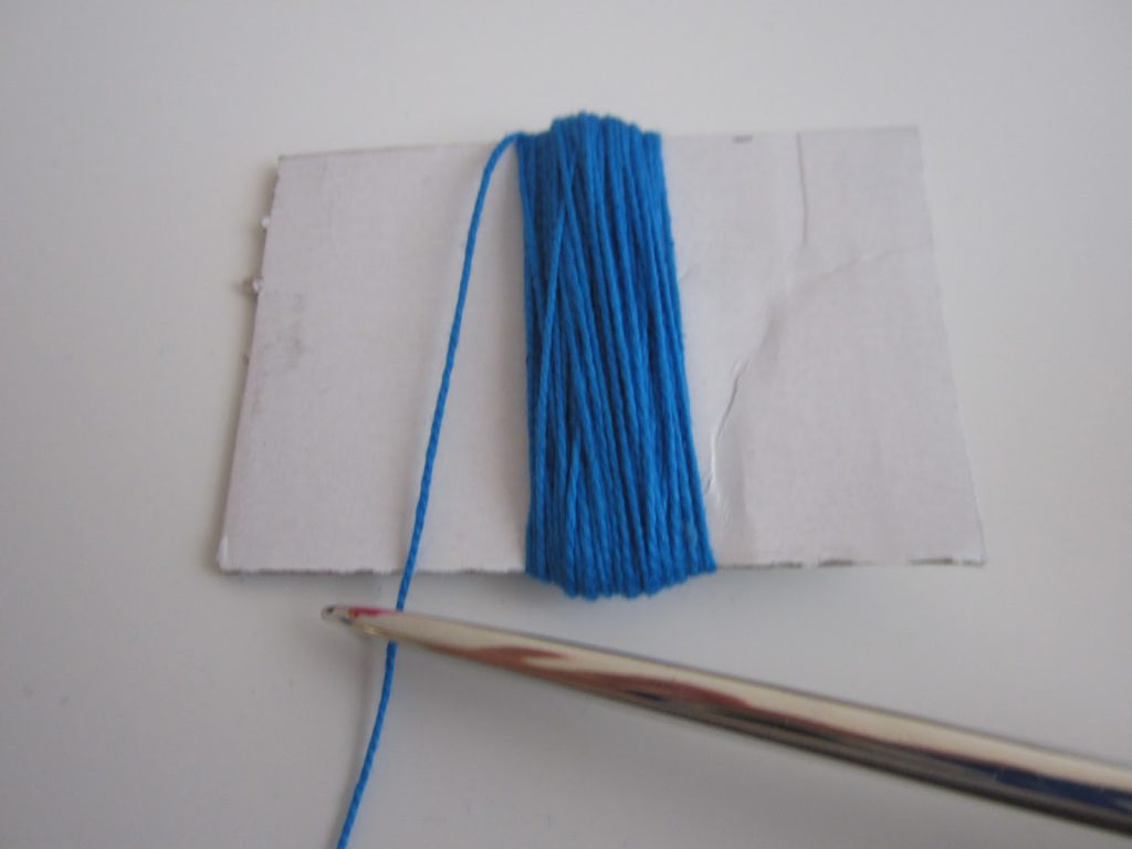 mis nancys, mis peques y yo, tutorial DIY borlas colores cortar hilo