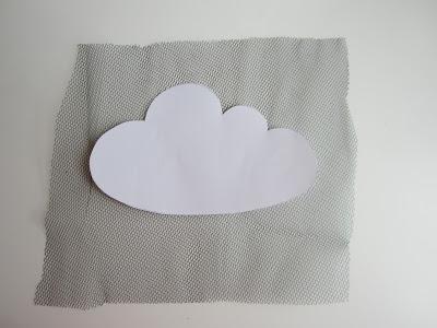 mis nancys, mis peques y yo, tutorial aplique camiseta con pompones, recortar nube