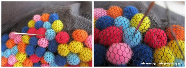mis nancys, mis peques y yo, tutorial aplique camiseta con pompones, coser pompones