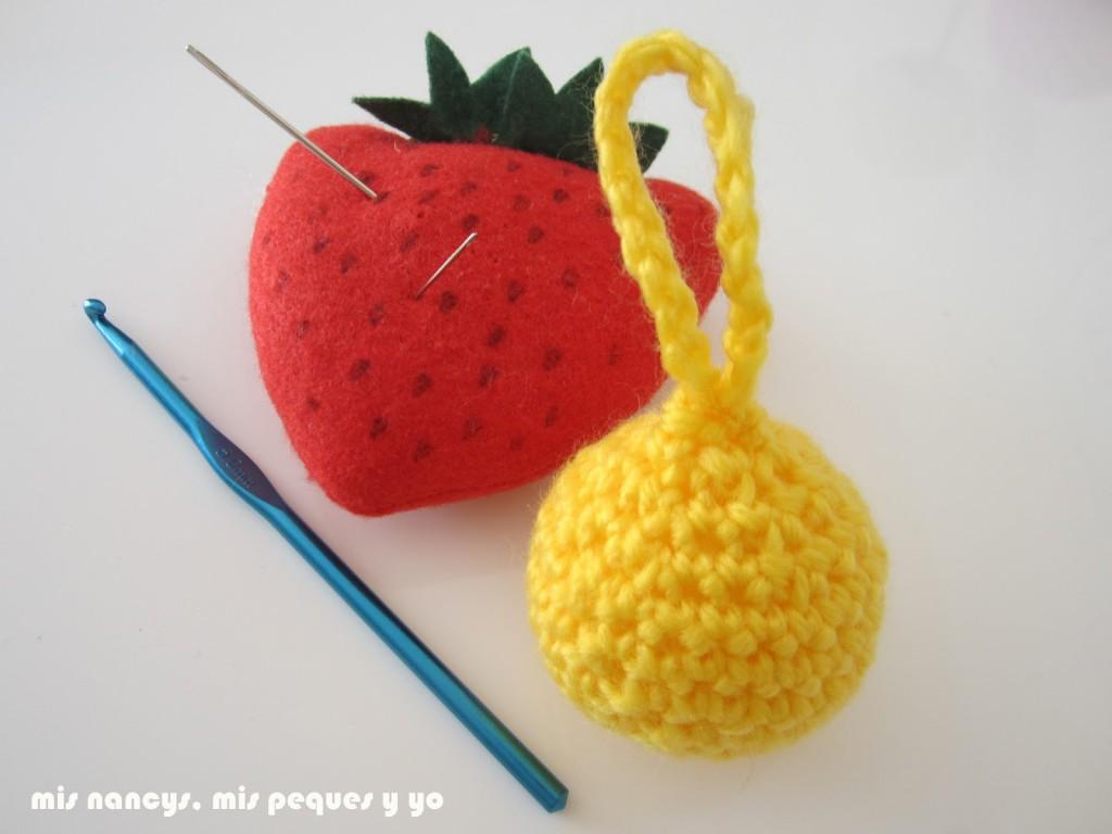 mis nancys, mis peques y yo, guirnalda con bolas de crochet, bola terminada