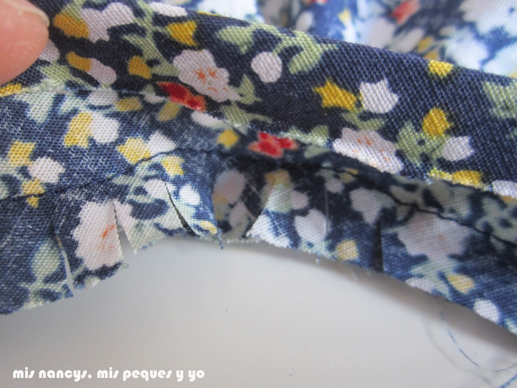 mis nancys, mis peques y yo, tutorial blusa sin mangas niña (patrón gratis), piquetear bies abertura