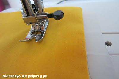mis nancys, mis peques y yo, tutorial DIY funda de cojín sencilla con cremallera y volante, coser volante