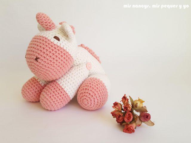 mis nancys, mis peques y yo, bebe unicornio amigurumi lateral