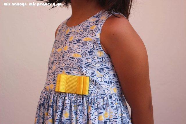 mis nancys, mis peques y yo, vestido everyday dress de Cosotela, detalle delantero como queda vestido azul pececitos