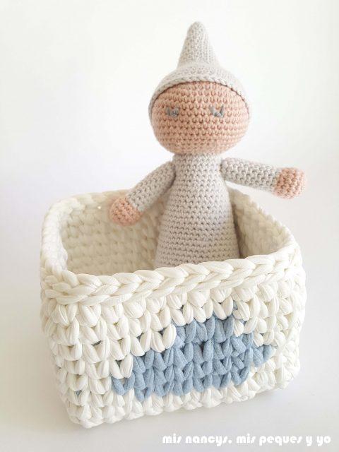mis nancys, mis peques y yo, bebé dormilón amigurumi con patrón gratuito de lanas y ovillos, con cesta de nube