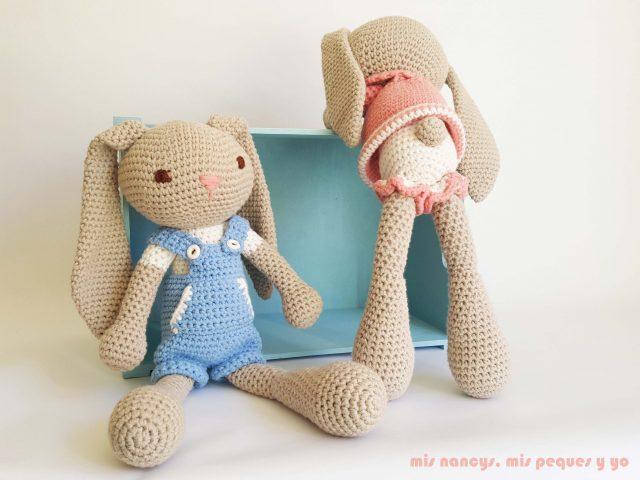 mis nancys, mis peques y yo, pareja de conejitos amigurumis, caja con conejito y conejita de orejas largas