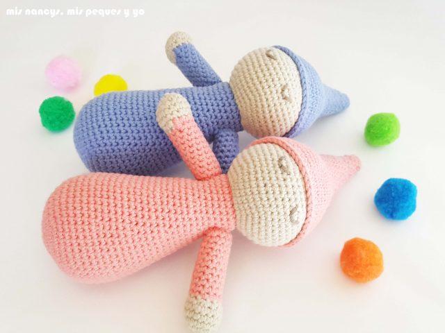 mis nancys, mis peques y yo, mellizos dormilones, pareja de bebes amigurumis, bebes azul y rosa con pompones