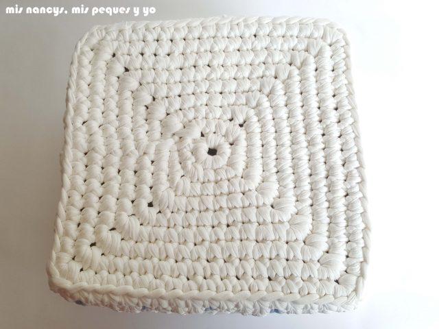 mis nancys, mis peques y yo, cestas de trapillo cuadradas con lunares, detalle base cuadrada
